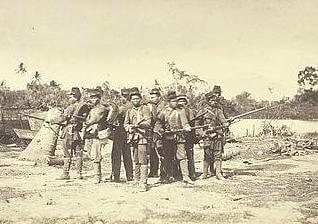 Sekelompok tentara Barisan dari Madura